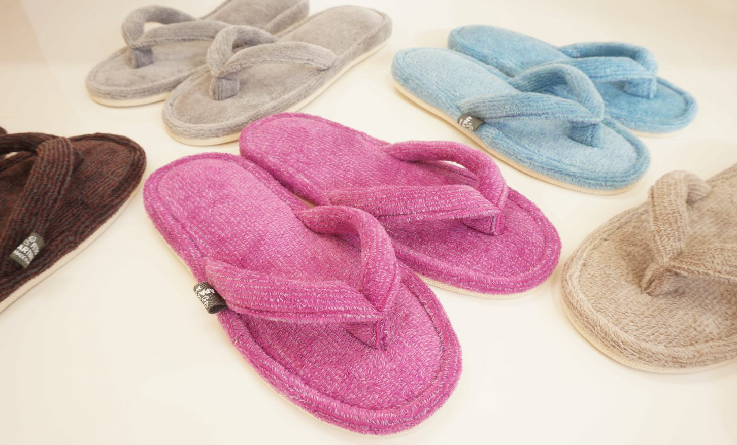 Color trip towel sandals by